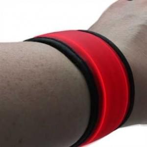 XiRRiX Sicherheits Schnappband Lauf Armband mit LED für Jogging Wandern Walking Radfahren, Rot