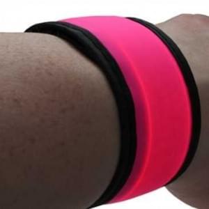XiRRiX Sicherheits Schnappband Lauf Armband mit LED ideal für Jogging Wandern Walking Radfahren Pink